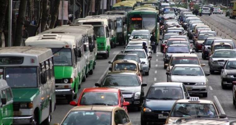 Blindan Los Pinos por protesta de transportistas mexiquenses