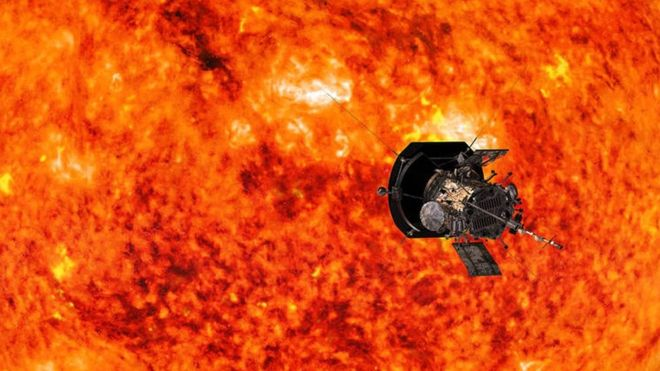 """Así es la Sonda Solar Parker con que la NASA quiere """"tocar el Sol"""" y que soportará temperaturas de casi 1.400 ºC"""