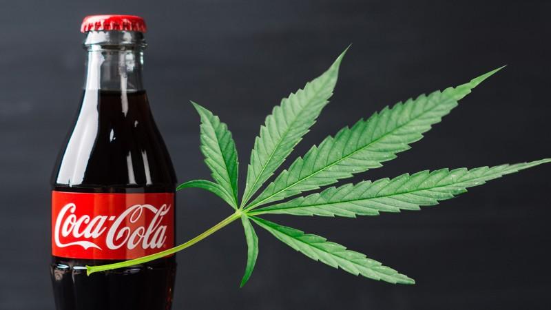 Coca-Cola quiere 'entrarle' a las bebidas con mariguana