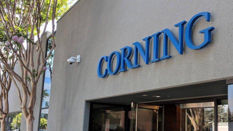 Apple amplía acuerdo con el fabricante de cristal para pantallas Corning