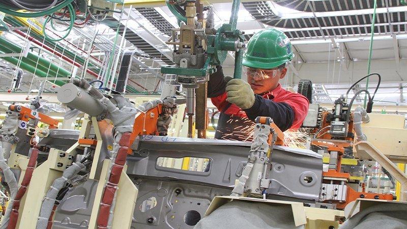 Empleo manufacturero retoma crecimiento en julio