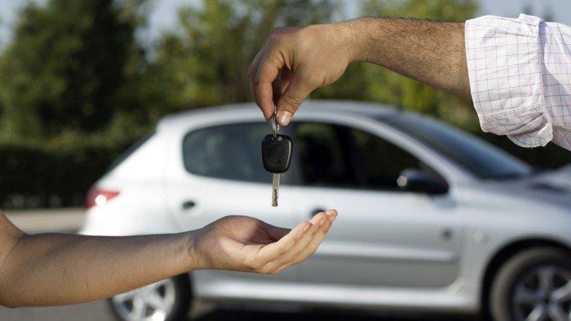 Venta de automóviles cae 8.92% en octubre