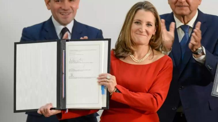 México puede aprender de Canadá para implementar su reforma laboral: Chrystia Freeland