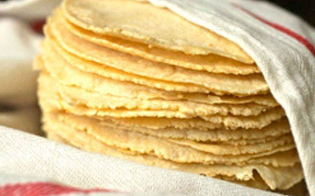 El precio de la tortilla alcanza los 18 pesos; campesinos culpan al 'mercado negro'