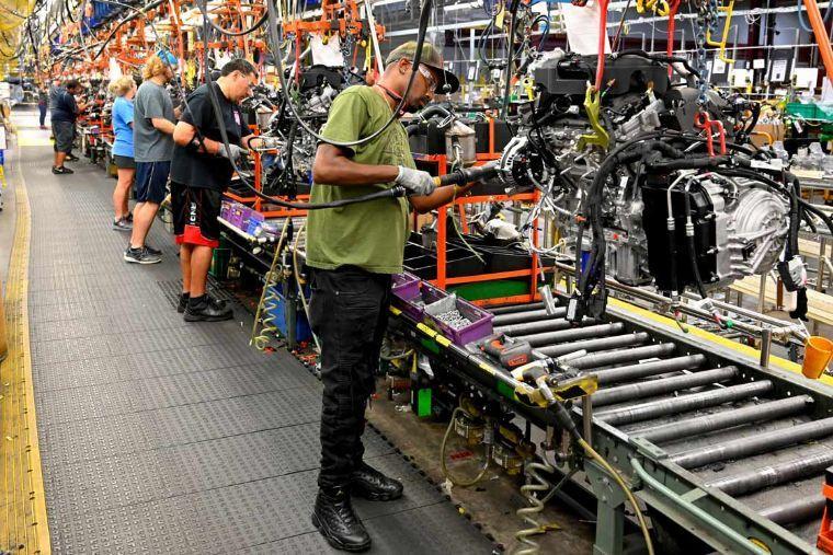 Sector manufacturero de EU repunta tras cinco meses a la baja