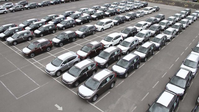 Venta de vehículos ligeros se desploma 25.5% en marzo