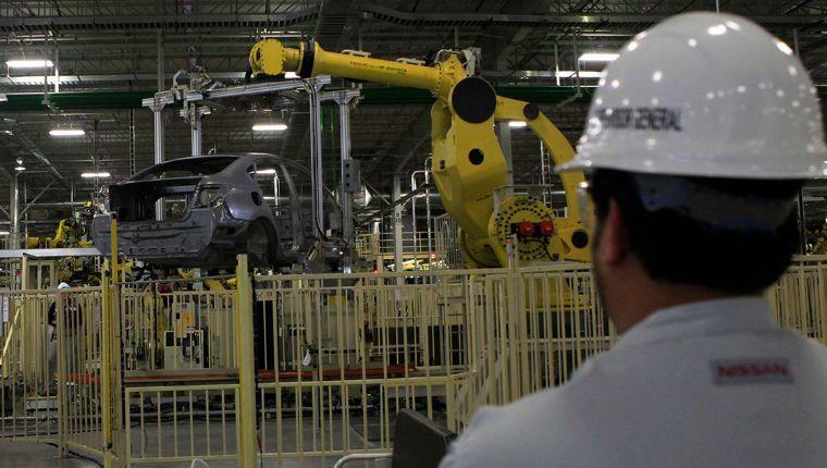 Producción y exportación de autos en México moderan su caída en junio