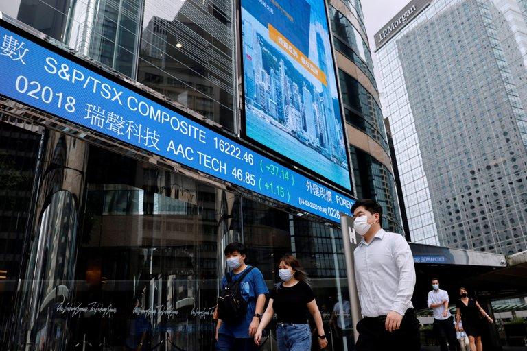 La economía mundial ya recuperó la mitad de su caída por la pandemia