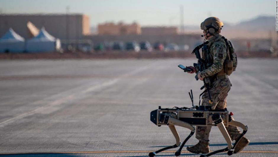 Perros robot participan en ejercicio de la Fuerza Aérea de EE.UU., ¿es este el futuro de la guerra?